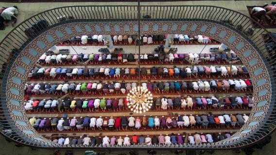 Muzułmanie w meczecie