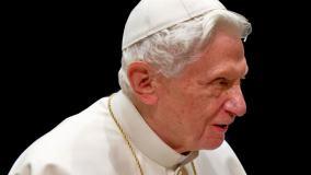 Sieć obiegły pogłoski o udarze Benedykta XVI. Osobisty sekretarz emerytowanego papieża dementuje