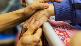 NIK: Opieka paliatywna i hospicyjna w opłakanym stanie. Jak ten problem chcą rozwiązać politycy? [ANALIZA PROGRAMÓW]