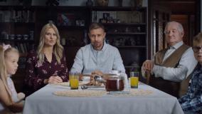 Koalicja Obywatelska wypuściła spot, w którym zwykła rodzina składa się z aktorów