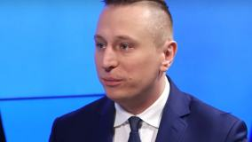 Krzysztof Brejza wygrał proces z Cezarym Gmyzem. Poszło o niesłuszne powiązanie polityka z Sokiem z Buraka