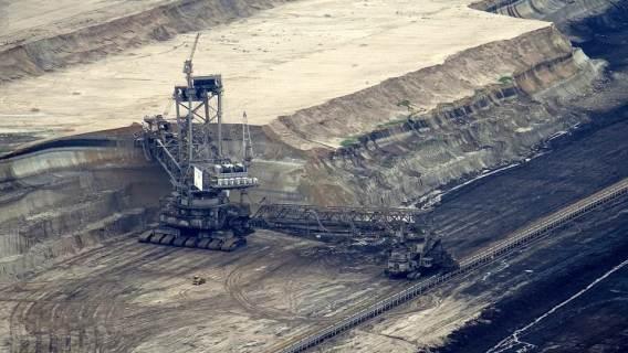 Największy od 40 lat spadek produkcji energii z węgla. Wszystko przez smog?