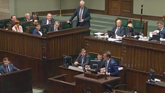 TV Republika sugerowała, że poseł PO przemawiał pijany w Sejmie. W rzeczywistości choruje na Parkinsona