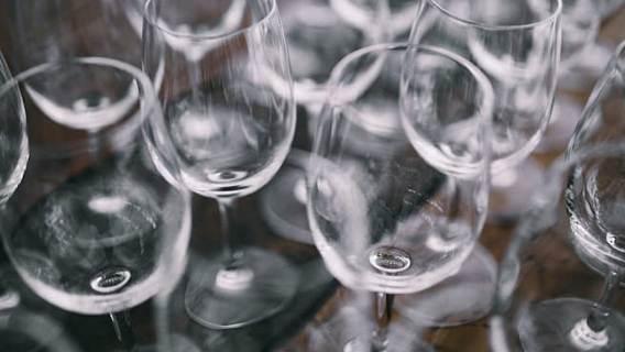 WHO ostrzega przed spożywaniem alkoholu w czasie pandemii. Nie zabija wirusa, może negatywnie wpłynąć na zdrowie