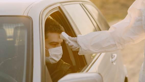 Skanery termiczne trafiły na lotniska oraz do wielu urzędów. Nie pokażą, czy na pewno zachorowałeś na COVID-19