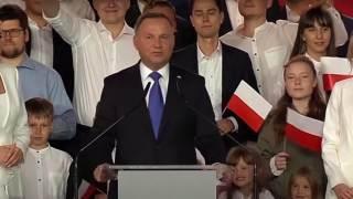 Andrzej Duda z małżonką i córką podczas wiecu wyborczego
