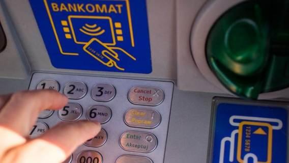 Polski złoty w odwrocie. Efekt? Wysokie opłaty i drogie kredyty