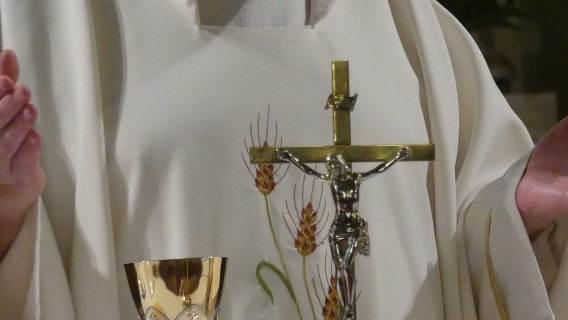 Ksiądz podczas mszy