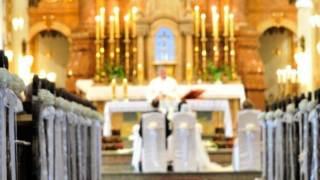 Ślub w kościele.