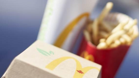 Jedzenie typu fast food.
