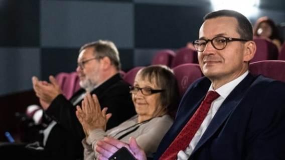 Morawiecki w kinie bez maseczki. Tak, premier złamał zalecenie rządu