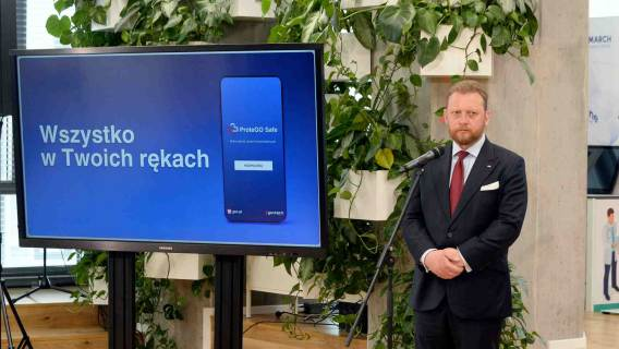 Łukasz Szumowski podczas konferencji prasowej dot. aplikacji ProteGo Safe.
