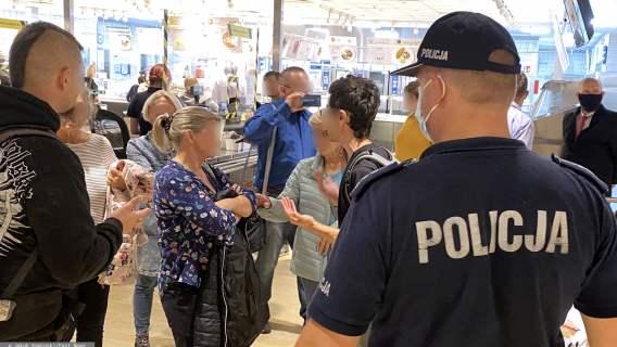 Koronawirus: policja sprawdza, czy obywatele mają maseczki