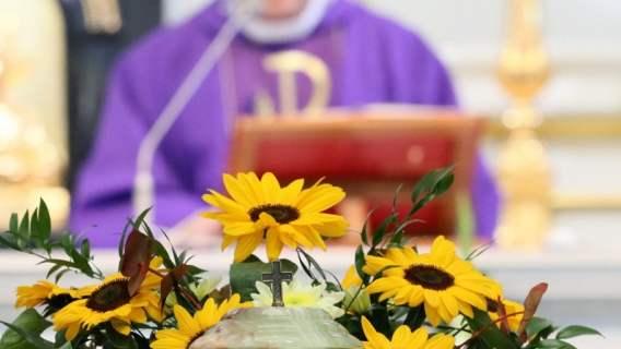 Ksiądz podczas mszy świętej