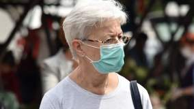 Koronawirus: kobieta w maseczce