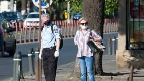 Koronawirus: ludzie w maseczkach